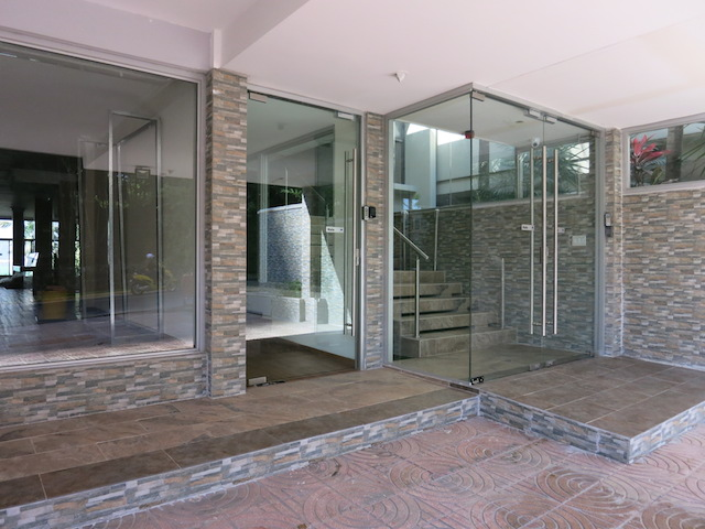 Fachada en vidrio templado tomsa - Cristales para paredes ...